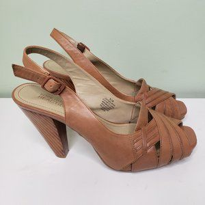 KENNETH COLE REACTION tan leather pumps SIZE 8.5